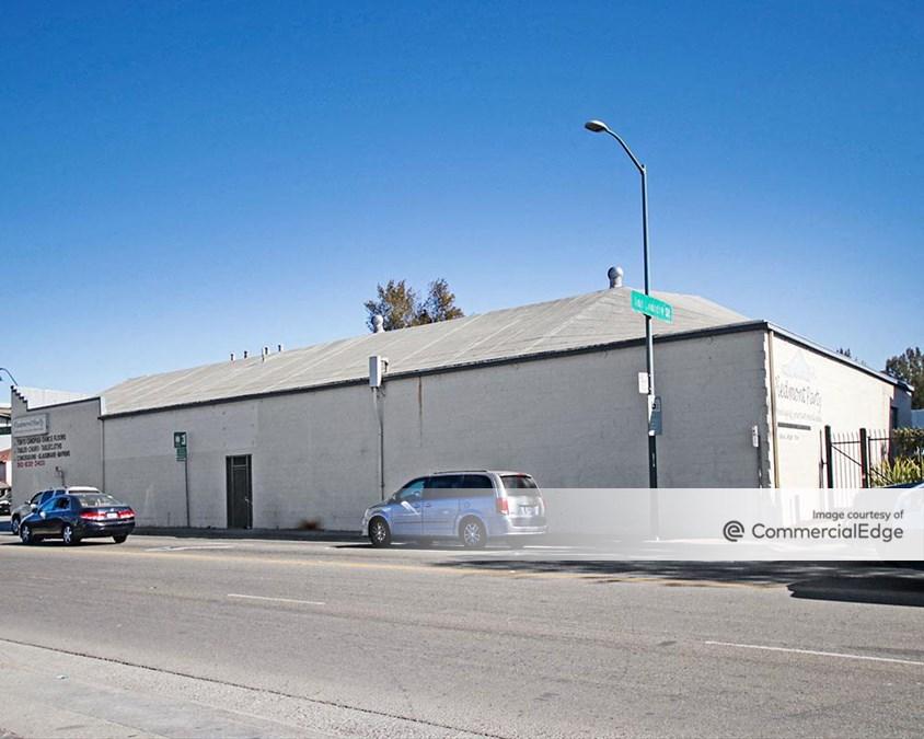 Coliseum Business Center