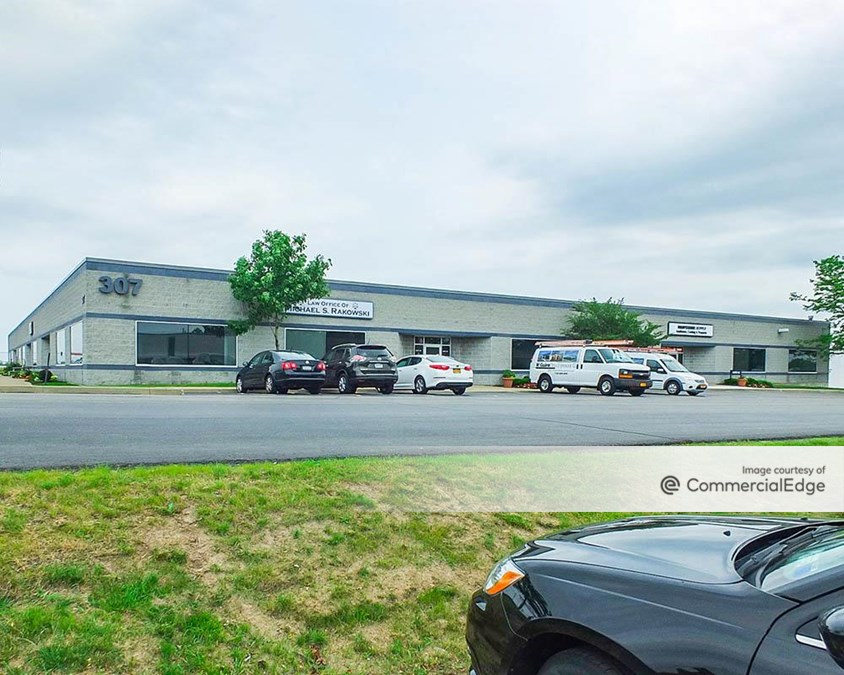 Airport Commerce Park - 307 Cayuga Road