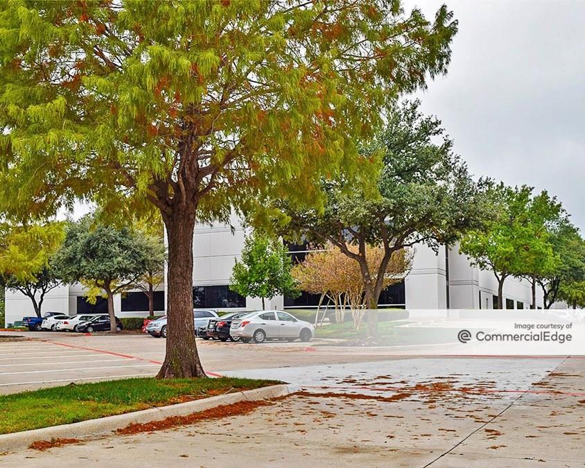121 Corporate Center