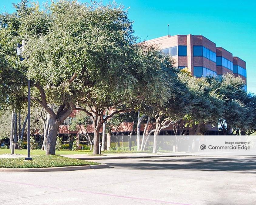 Collins Plaza