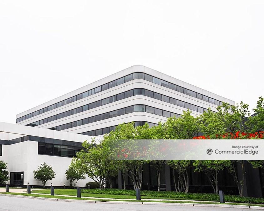 Glenpointe Centre East