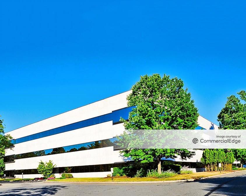 280 Corporate Center - 75 Livingston Avenue