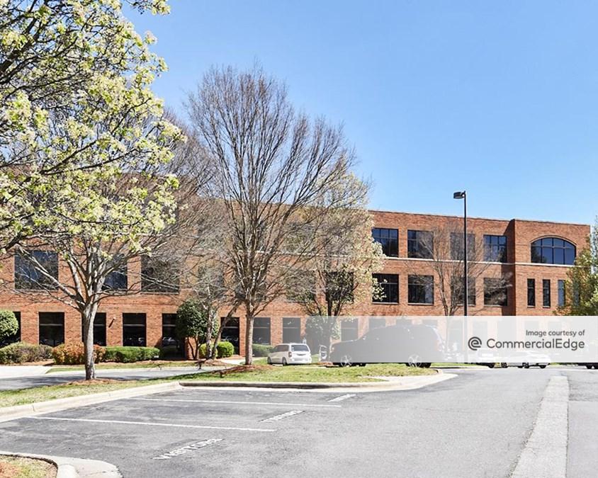 Mendenhall Oaks Business Park - Aetna Building