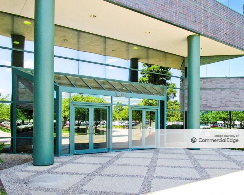 Arboretum Lakes - 1001 Warrenville Road