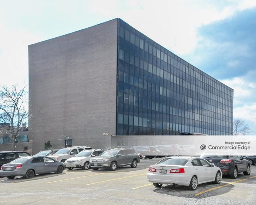 Hilltop Executive Center - 1580 South Milwaukee Avenue