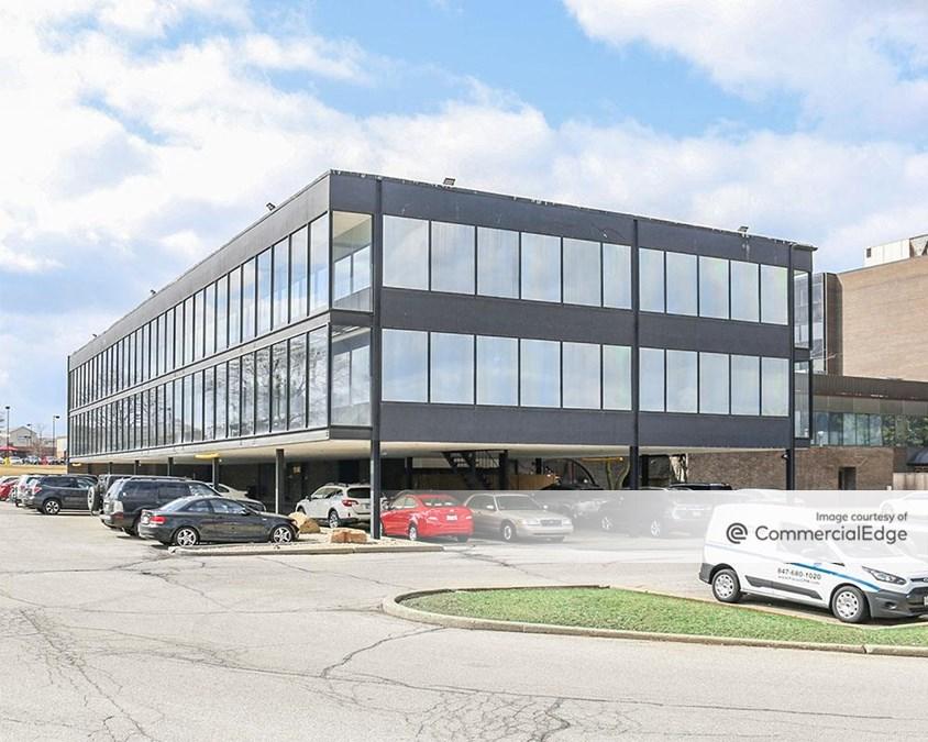 Hilltop Executive Center - 1590 South Milwaukee Avenue